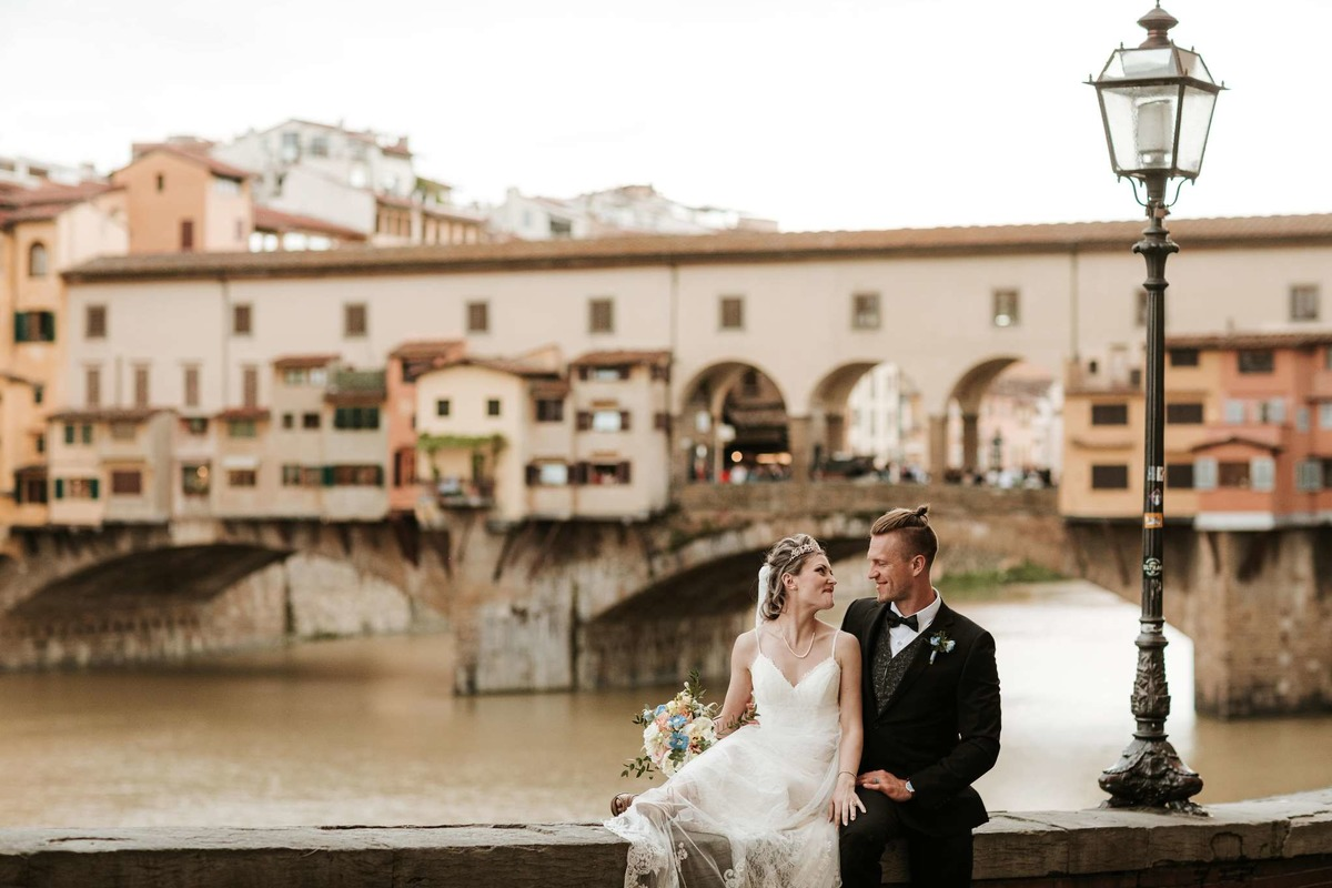 Romantic spring elopement in Florence,Italy