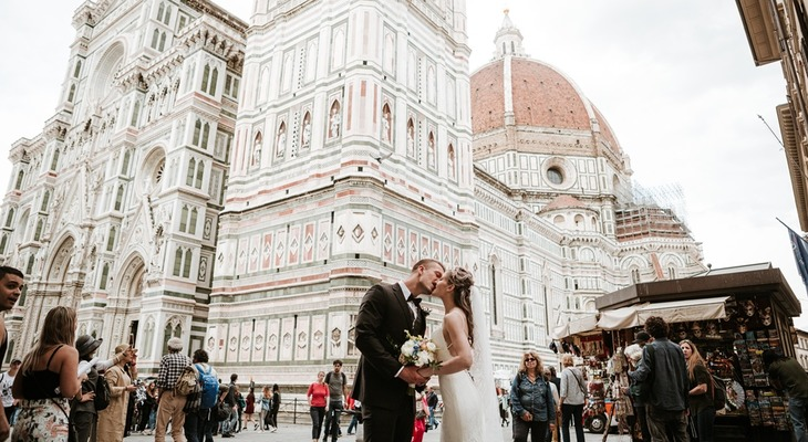 The kiss in front of Florence Cathedral