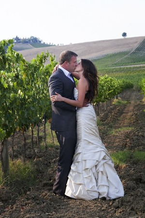 Elope in Chianti, Tuscany - romantic kiss in the vineyard