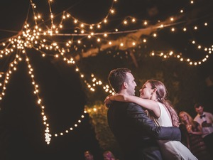 Glam wedding in exclusive Chianti villa, the first dance