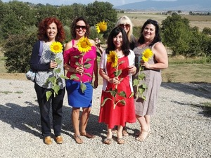 Private women tour with cheese tasting at Cortona farm, Tuscany
