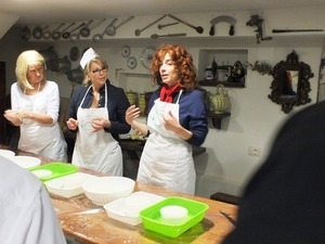 Private guided cheese-making class in Tuscany
