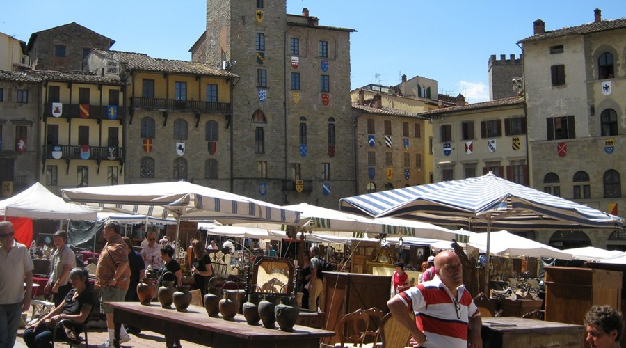 Guided tour: Arezzo and its Antique Market