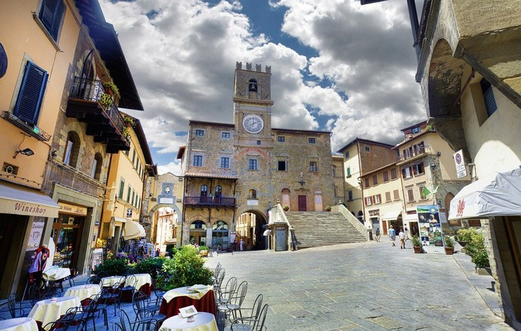 Guided tour: Cortona and its history